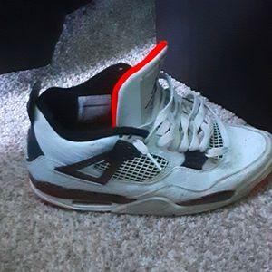 Jordan retro cremson 4s